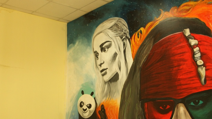 На стене библиотеки на Красном проспектенарисовали Джека Воробья и персонажей «Игры престолов»