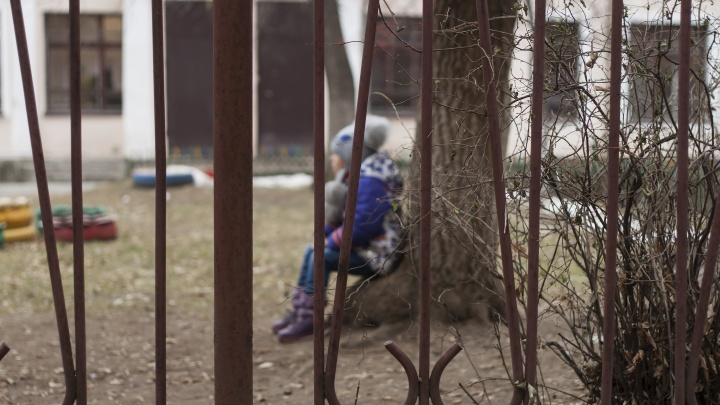 «Головой о тумбочку»: воспитателя челябинского центра помощи детям осудили за рукоприкладство