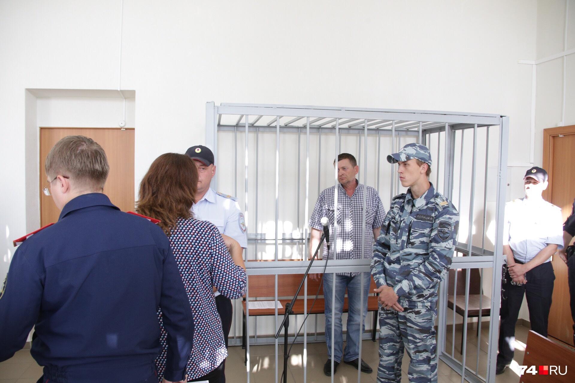 Азата Зарипова отправили под стражу через считаные часы после похорон жены