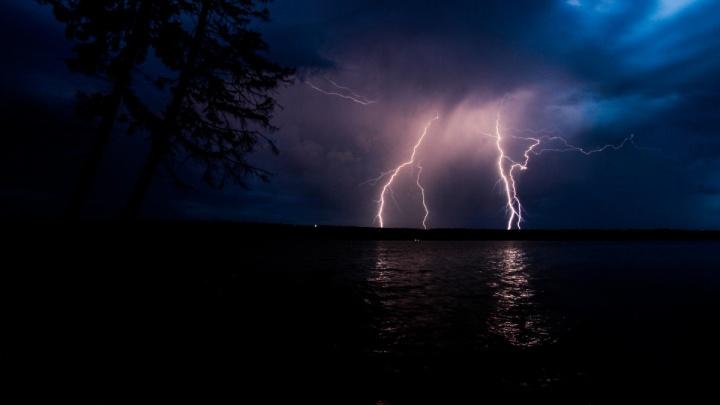 Гроза и сильные дожди. В Прикамье объявили штормовое предупреждение