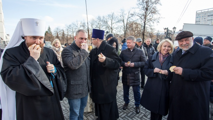 И хлеб, и зрелища: как Челябинск отметил День народного единства — в 15 фото