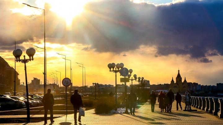 Нижний Новгород купается в золотых лучах уходящего солнца: 15 весенних фото с набережной