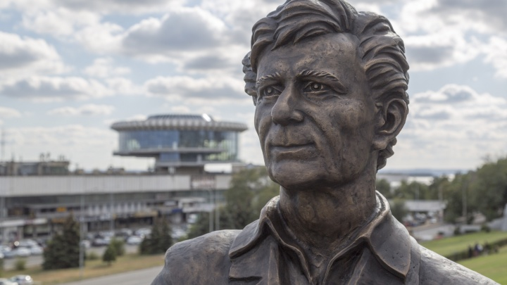 На центральной набережной Волгограда откроют памятник Виктору Лосеву