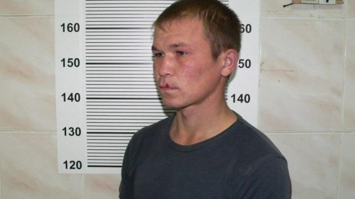 В Екатеринбурге задержали парня, который напал на торговый павильон