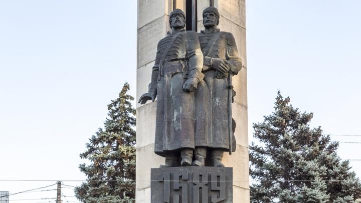 Памятник основателям Царицына в Волгограде очистят от ржавчины за полмиллиона рублей