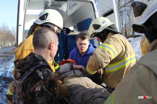На Ломоносова, 73 пострадал 28-летний рабочий