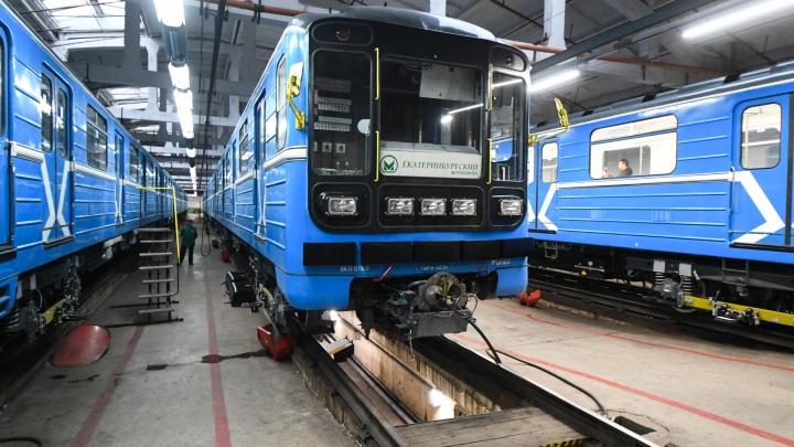 В метро Екатеринбурга привезли отремонтированные за счет дорогого проезда вагоны