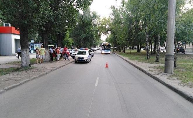 «Выскочила на дорогу»: на улице Вольской 10-летняя девочка попала под колёса фургона