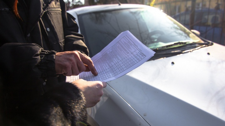 Обещал выпустить за границу: в Самаре судебный пристав попался на взятке