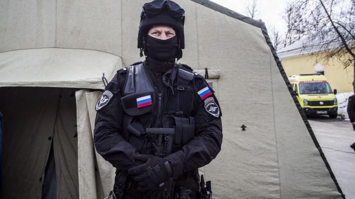 Фото: новосибирцы пришли поесть гвардейской каши в Центральный парк