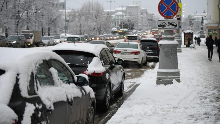 «Я паркуюсь как»: почему сугробы могут сделать из вас автохама и привести к крупному штрафу