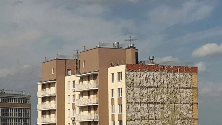 Жильцы пермских долгостроев «Триумф» замерзают в квартирах с плесенью