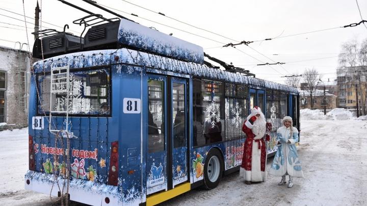 По новогоднему Ярославлю запустят четыре «волшебных маршрута»: когда начнут ездить
