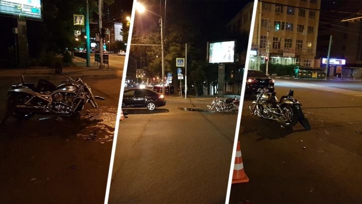 Оторвало колесо от удара: в ночном ДТП в Ростове пострадали два мотоциклиста