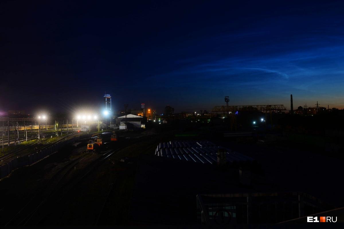В екатеринбургском небе ночью появились серебристые облака