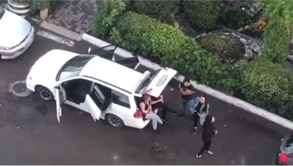 «Лето провожают»: слишком шумную компанию на «Взлетке» рано утром задержали и увезли в полицию
