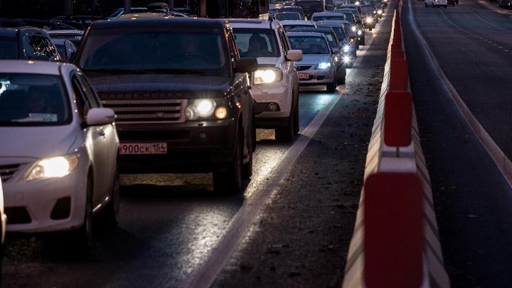 Три аварии вызвали 6-километровую пробку на Мочищенском шоссе