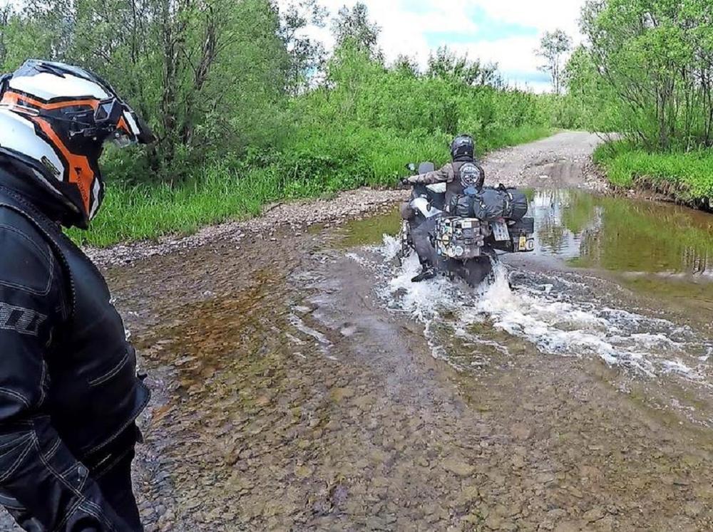 На пути из Екатеринбурга один из мотоциклов затонул