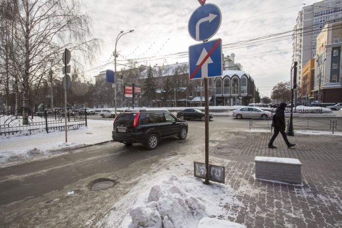 Авария случилась на Красном проспекте напротив Дома быта