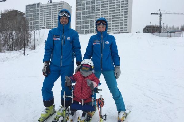 Арина вместе с инструкторами«Спорту место» Владиславом Ивановым и Ксенией Налётовой