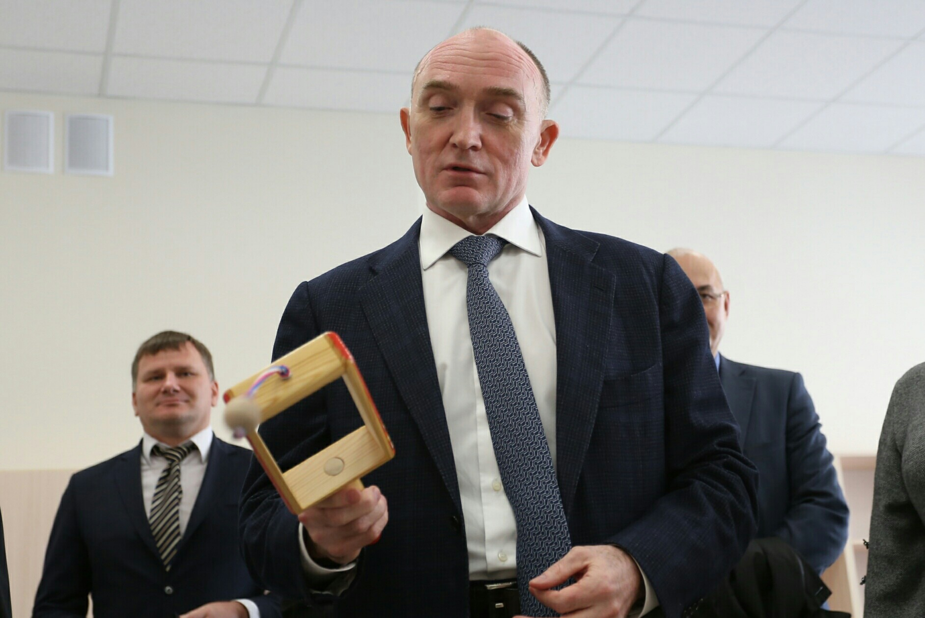 Борис Дубровский на минутку стал давильщиком с колотушкой