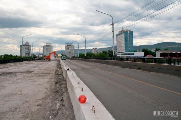 Летом 2017 года в Красноярске отремонтировали половину моста над Абаканской протокой