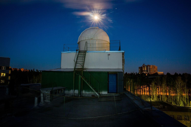 Луна над обсерваторией