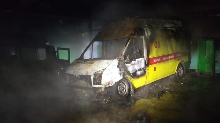 В Башкирии сгорели две машины скорой помощи, есть пострадавшие