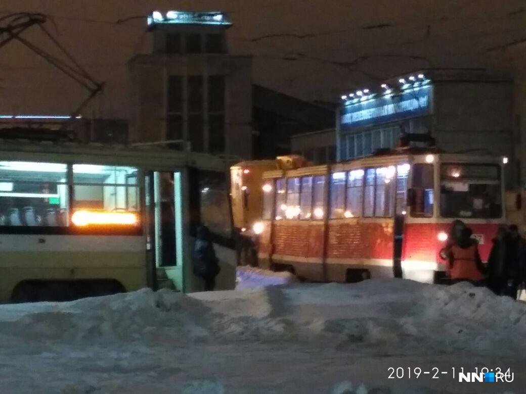Из-за отошедшего колеса случился трамвайный коллапс