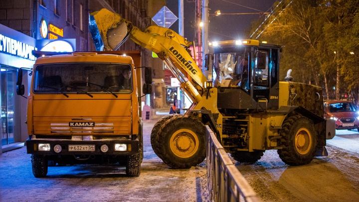 В Новосибирске нашёлся бензин за 50 рублей — им заправляются дорожники