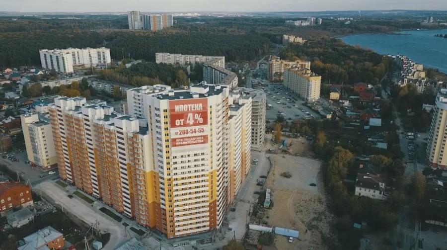 До центра города из «Рощинского» можно добраться на автомобиле за 20 минут, а до ТРЦ «Глобус» — за 5