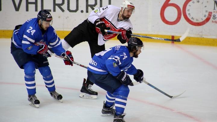 Хоккейный клуб «Зауралье» на домашнем льду уступил новокузнецкому «Металлургу»: итог встречи 1:3