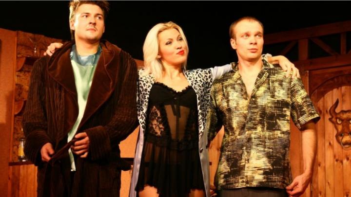 «Пижама на шестерых»: омичей приглашают насладиться пикантной комедией с фуршетом в GRANDBANKET