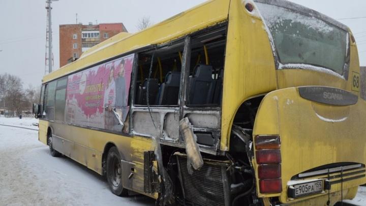 В окнах автобуса, в ДТП с которым год назад погиб кадет, было оргстекло. Оно сработало как гильотина