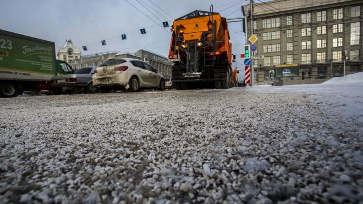 Новый реагент попадёт на дороги ещё двух районов Новосибирска