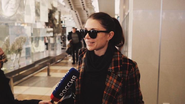 Десятки людей приехали в Толмачёво, чтобы встретить всемирно известную балетную труппу