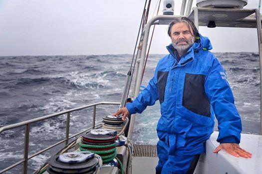 Отец и сын из Красноярска прошли 8,5 тысяч км на яхте по опасным широтам