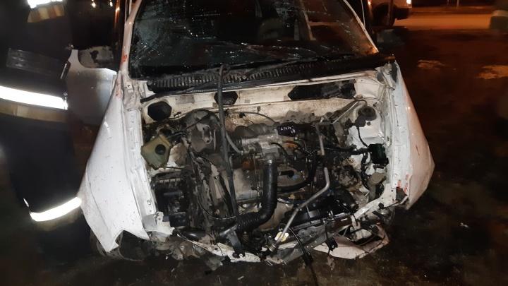 Трое молодых людей пострадали в тяжёлом ДТП на Набережной.Их увезли в больницу
