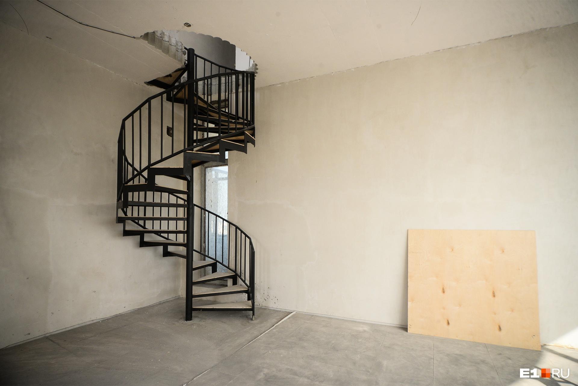 Лестница со второго на третий этаж