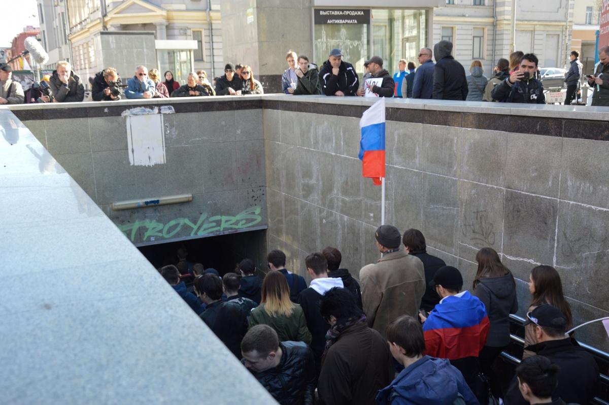 Демонстранты ушли в сторону стадиона «Уралец»