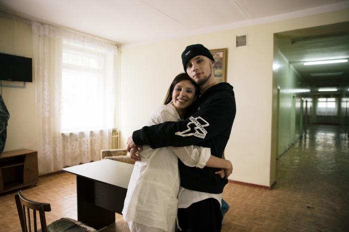 Съёмки на песню«Омут» рэпера Mastank проходили в Новосибирске. На фотоMastank (Никита Кузнецов) — с актрисойтеатра «Красный факел» Линдой Ахметзяновой