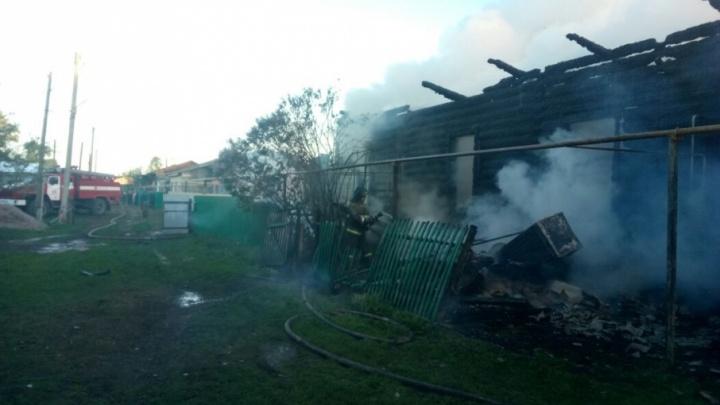 Десять человек спаслись, один — не успел: в Башкирии сгорел жилой дом