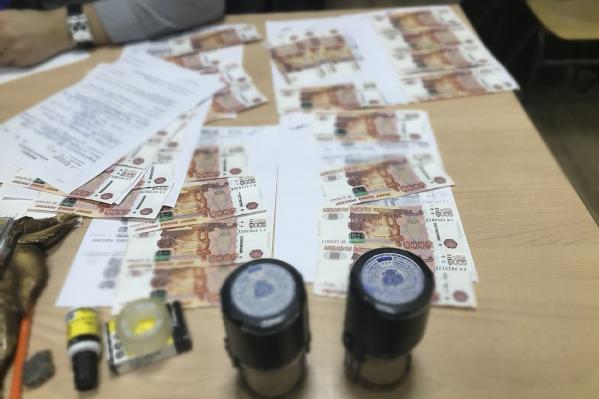 Передача денег происходила в кабинете директора образовательного учреждения