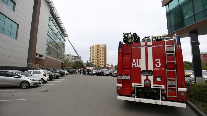 «Сирены воют, всех повыводили»: в центре Челябинска эвакуировали сотрудников «Территории бизнеса»