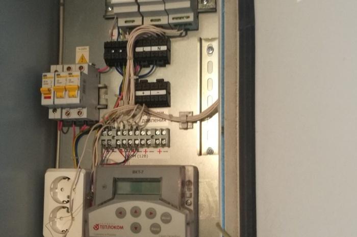 Фактически счётчик тепла в доме установлен, но в эксплуатацию ресурсники его не ввели