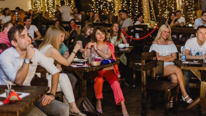 В Красноярске открыли бар для выступлений стенд-ап комиков