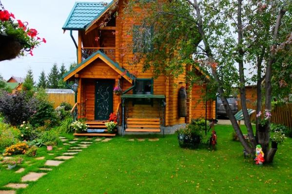 Сейчас за средний летний домик там просят 1,2 миллиона рублей<br>