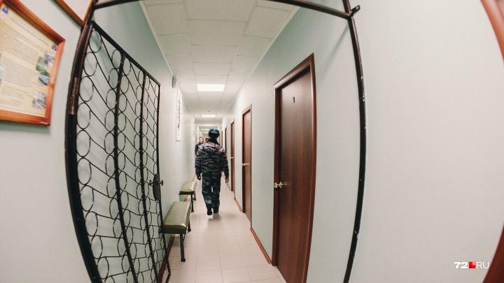 Пригласил пожить к себе и чуть не убил: тюменец сильно избил гостившего у него друга
