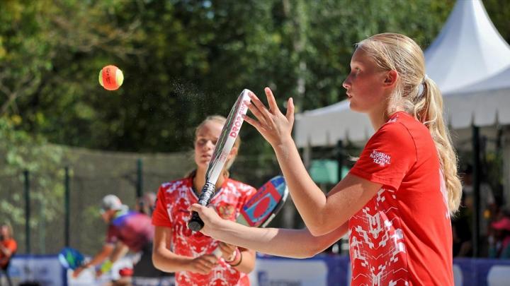 Час пыток и табу на телефон: 14-летняя чемпионка мира по пляжному теннису рассказала о цене успеха