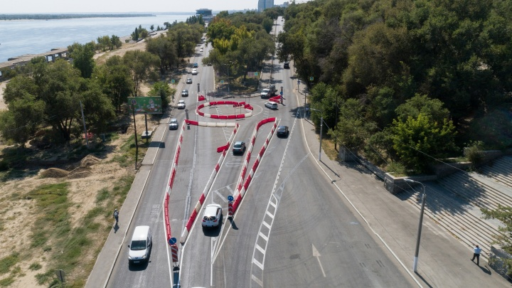 Круговое движение на Нулевой продольной Волгограда: облегчение или новая пробка?